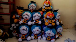 081 5650 5657, Boneka wisuda Doraemon Bandung, Souvenir Doraemon, Hadiah wisuda boneka doraemon size kecil dan size besar untuk pacar dan sahabat,