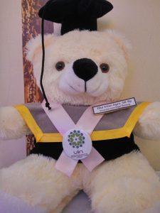 boneka wisuda kaskus, toko wisuda purwokerto, jual boneka graduation, jual beli boneka teddy bear, miniatur wisuda, hadiah untuk orang yang wisuda,