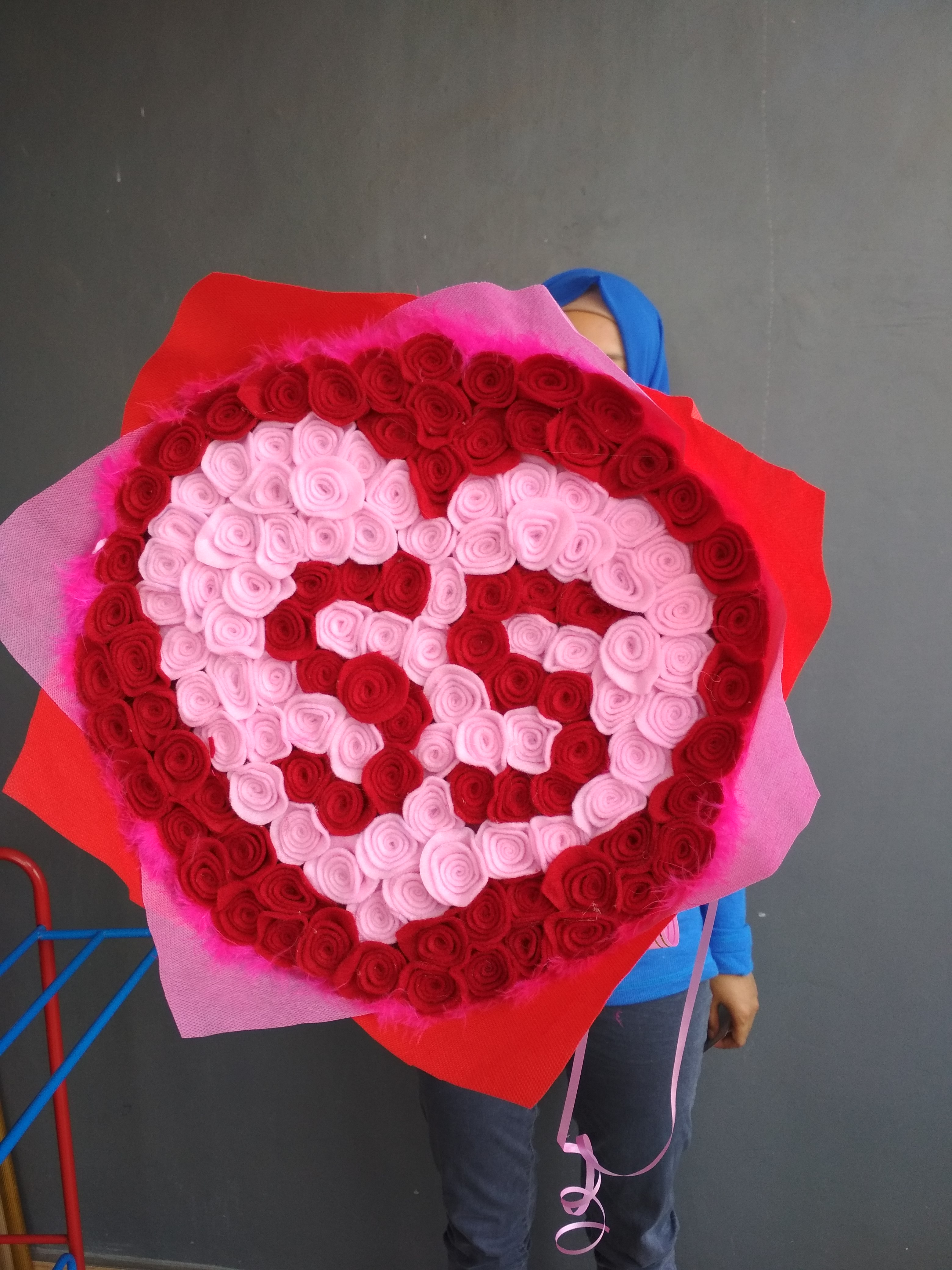 Distributor Buket Bunga Flanel Merah Wisuda Tamiang Layang